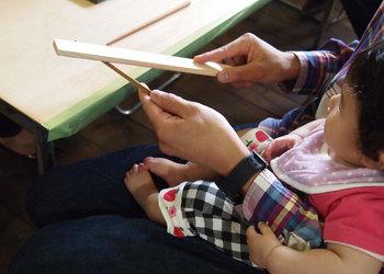 赤ちゃんとお箸.jpg